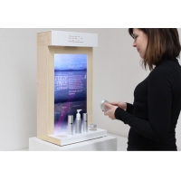 LCD Screen Interactive Showcase Display For Customers Shopping 0
