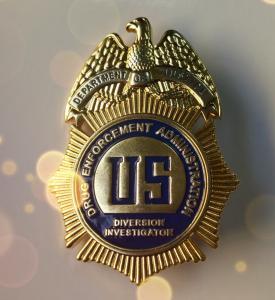 Pearlescent Shape Military Police Badge Soft Enamel Golden Plating OEM Service