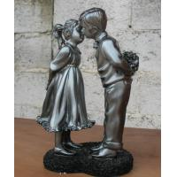 China Small Polyresin figurine(Young love) for home decoration or festival gift on sale